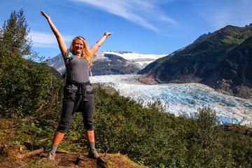 Aventura com caminhada e observação da geleira Mendenhall saindo de...