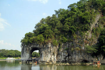 Guilin Private Day Tour: Reed Flute Cave, Seven Star Park, Fubo Hill...