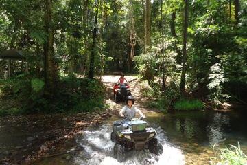 ケアンズ発の熱帯雨林ATV 4輪バギー半日ツア…
