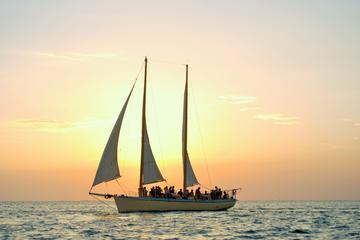 Sortie en voilier en petit groupe au coucher du soleil avec...