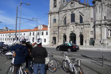 Excursão de bicicleta no centro da cidade de Porto