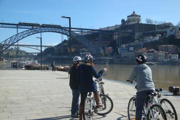 Recorrido en bicicleta nocturno por el Oporto bohemio