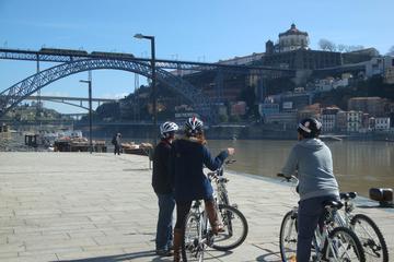 Recorrido en bicicleta nocturno por Oporto