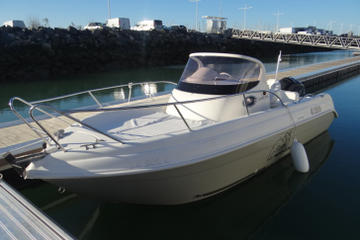 Rent a open-hull boat for up to 6 people in La Rochelle - License required