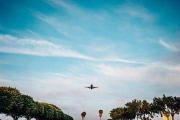Traslados de ida y vuelta al aeropuerto de Balice excursión de medio...