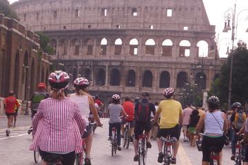 Tour privato dell'antica Roma in bicicletta con biglietti saltafila