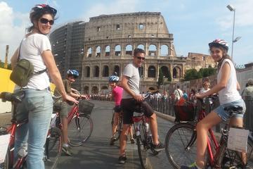 Tour privato di Roma in bici: un giro attorno ai luoghi più famosi di