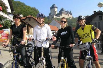 Recorrido en bicicleta para grupos pequeños a Karlstejn desde Praga