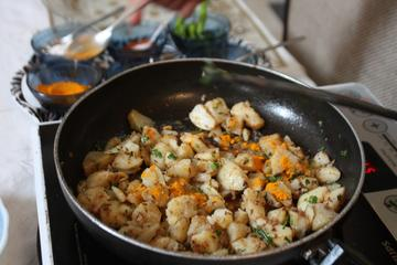 Private 3-Hour Cooking Lesson and Meal in a Local Home in Agra