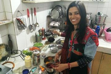 Private Market Tour & Vegetarian Cooking Class & Meal in a Local Jaipur Home