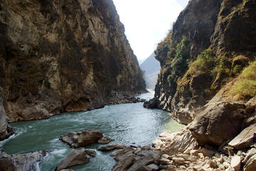 Small Group Day Tour to Lijiang Tiger Leaping Gorge of Max 7 Travelers Stone Drum Town-First Bend of Yangtze River-Tiger Leaping Gorge-Zhiyun Lamasery -No Shopping Stops