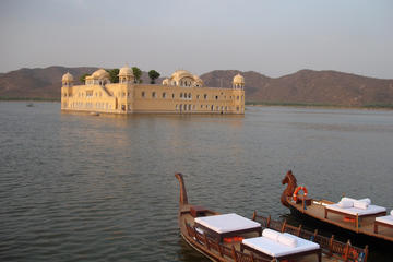Overnight Trip to Jaipur from Delhi With Private Car & Driver