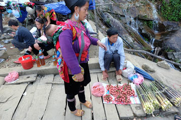 Cao Son Market and Local Hilltribe...