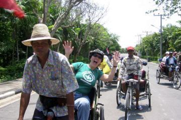 自転車タクシーと徒歩で巡るバンコクのカラー