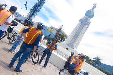 Excursão de bicicleta em parques e praças de San Salvador