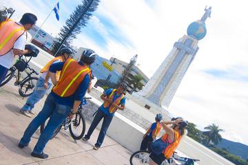 Recorrido en bicicleta por parques y plazas de San Salvador