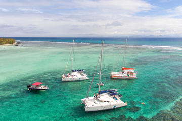 Full-Day Mauritius Catamaran Cruise to Ilot Gabriel and Flat Island