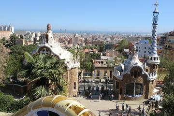 Tour privato in bici di Barcellona: Gaudí e il Modernismo Catalano