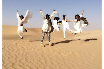 Safari serale nel deserto di Abu Dhabi con danza del ventre, cena