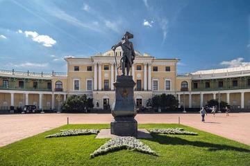 5-stündige private Tour zum Pawlowsk-Palast und Park mit dem Auto