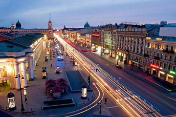 Tour privato: San Pietroburgo di notte con crociera sul fiume Neva