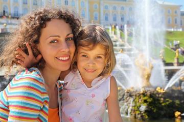 Tour giornaliero privato: Peterhof con pranzo russo e vodka e visita