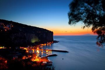 Tour di Sorrento in barca al tramonto con cena