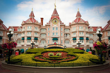 Private transfer from Disneyland to Paris Charles de Gaulle (CDG) or Orly (ORY) Airports