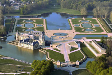 Private transfer from Paris to Chantilly or Chateau de Montvillargenne
