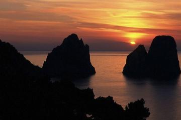 Experiência de cruzeiro ao pôr-do-sol...