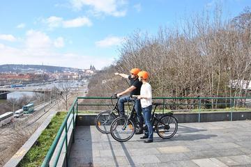 Recorrido guiado en bicicleta eléctrica por Praga para grupos pequeños