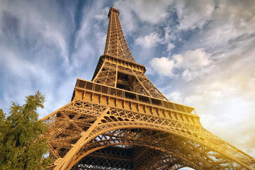 Eiffel Tower Priority Access with Virtual Reality Tour and Summit Ticket
