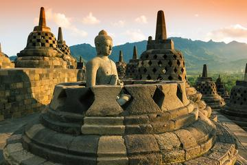Excursão matinal em Yogyakarta: nascer do sol sobre o templo...