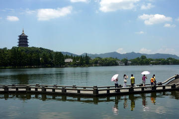 Private Day Tour: Meijiawu Tea Village Visit and West Lake on Cruise