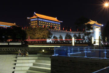 Xi'an Evening Tour: South Gate Square, Fountain Show and Tang Dynasty...