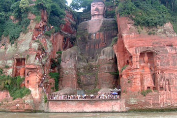 Private Tour: Leshan Giant Buddha and Fishing Village from Chengdu