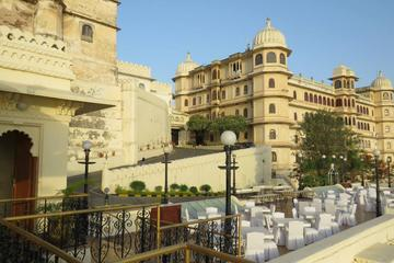 Private City Tour of Udaipur including Eklingji and Nagda