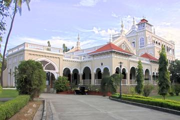 Private Pune Tour: Aga Kha Palace Shinde Chatri Tribal Musuem Osho Internation Meditation Colonial Market World War I and II Cemetery at Khadki