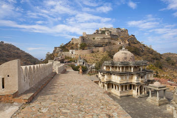 Kumbhalgarh Fort and Jain Temple Full-Day Tour from Jodhpur to Udaipur