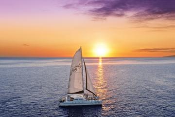 Passeio romântico em veleiro ao pôr do sol
