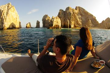 Crucero en barco al atardecer en Cabo