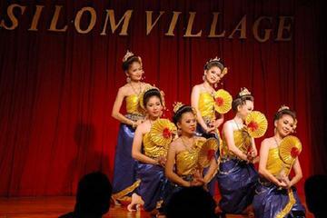 Cena e balli tailandesi presso il