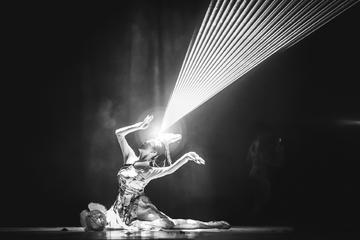 Evening Acrobats Show in Beijing