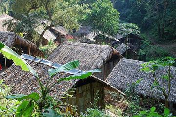 Expérience de 2jours avec une tribu des collines au Lisu Lodge au...