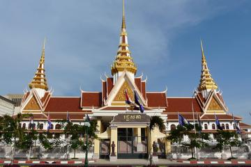 Half Day the Architecture of Phnom Penh by cyclo