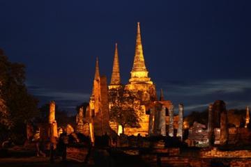 Passeio de bicicleta pelo Parque Histórico de Ayutthaya