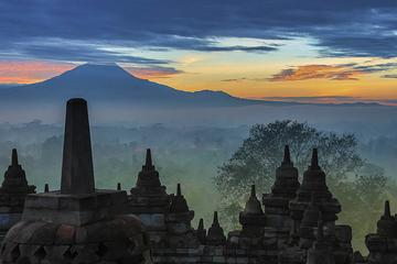Tour privato all'alba a Borobudur da