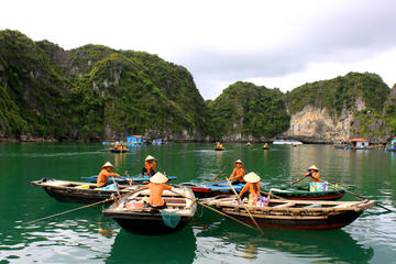 Crucero privado por la bahía de Halong hasta la cueva de Thien Cung y...