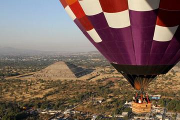 Passeio de balão em Teotihuacán, com excursão opcional a pé ou de...