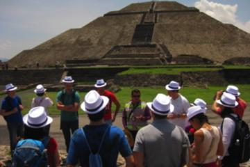 Teotihuacan Pyramids and Food Walking Tour from Me